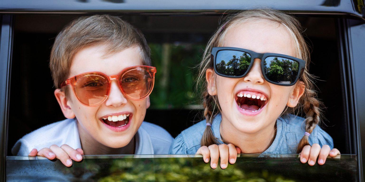 cute-kids-with-big-sunglasses-big-smiles